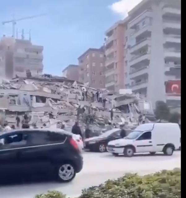 La Turquie frappée par un séisme : Plusieurs immeubles s'effondrent !